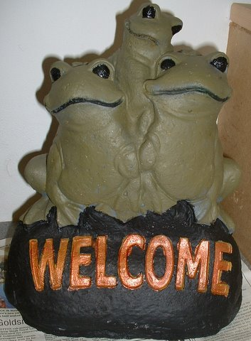 3 frogs welcome